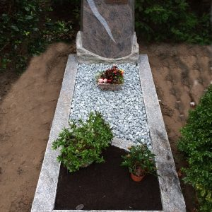 Obelisk in Himalaya Blue graniet